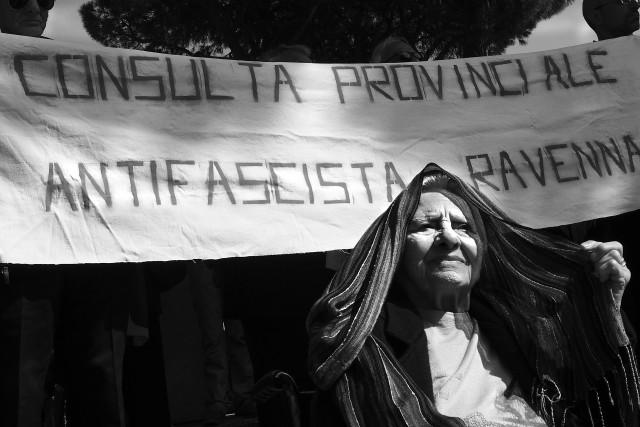 """""""Olga mi ha detto che bisogna combattere il fascismo: """"Ma come?"""" Le ho risposto """"il fascismo lo avete sconfitto sessant'anni fa!"""" """"No, il fascismo come sistemamentale, come sistema politico esiste ed esisterà sempre, quindi anche noi dobbiamo continuare a combatterlo, ad opporci ad ogni forma di conservazione, ad un pensiero strisciante che vuole conservare il potere nelle mani di pochi a scapito della libertà e del destino di tanti"""" Alessandra Carloni"""
