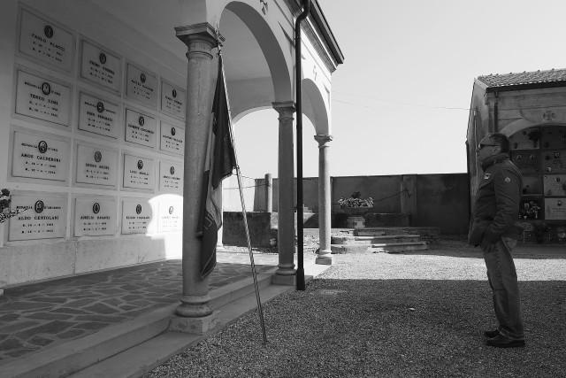 """Le lapidi sono importanti, i monumenti sono importanti, ma il più grande monumento, il maggiore, il più straordinario che si è costruito in Italia, alla Libertà, alla Giustizia, alla Re-sistenza, all'Antifascismo, al Pacifismo, è la nostra Costitu-zione.  Teresa Mattei  Partigiana """"Chicchi""""  la più giovane eletta nell'Assemblea Costituente"""
